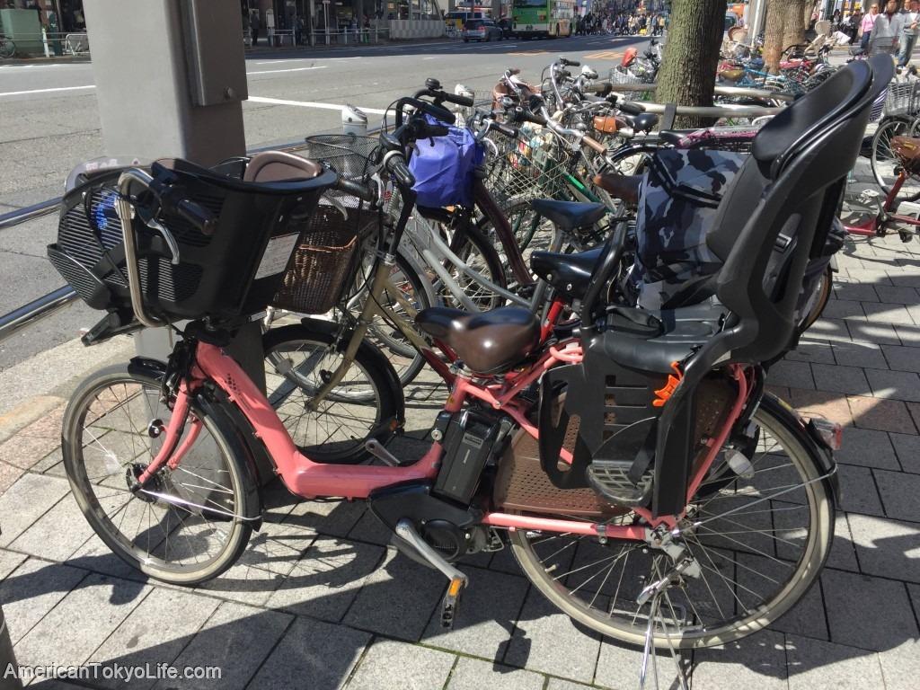 ママチャリ-自転車-子供乗せれる自転車-駐輪場-japan-electric-bicycle