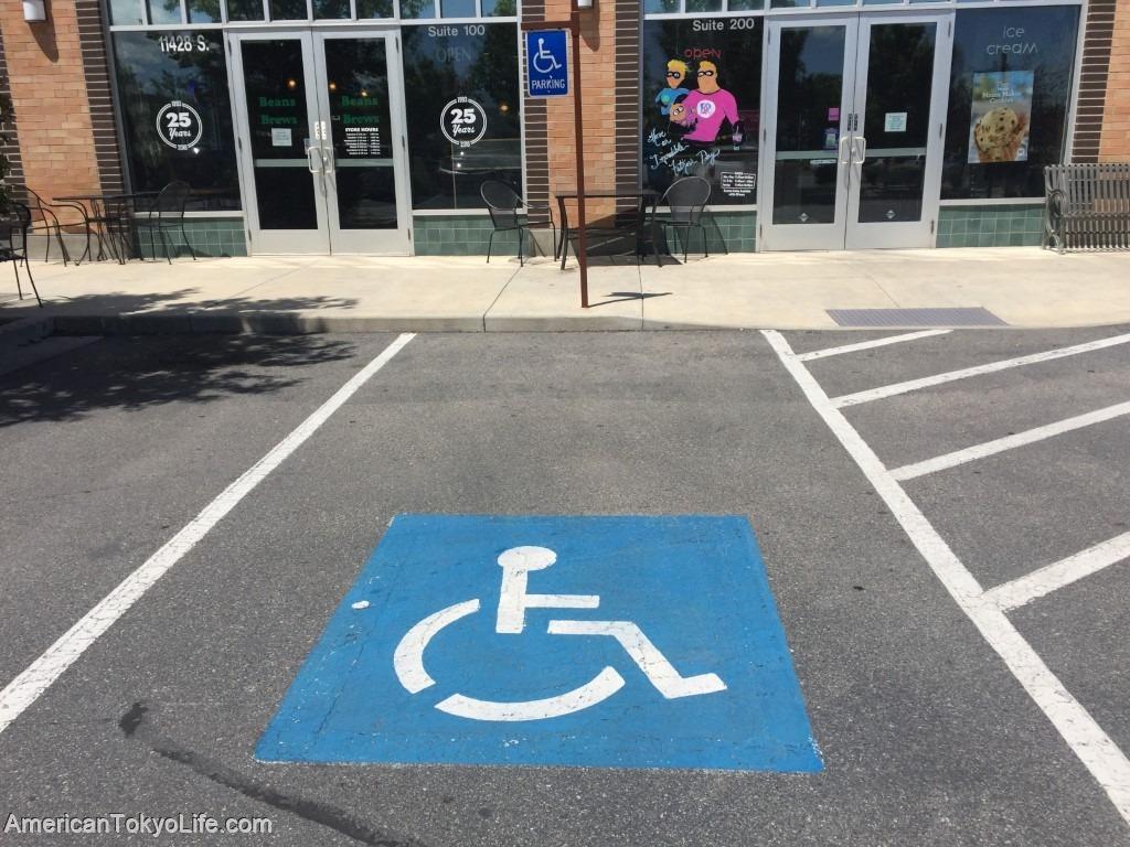 海外の人がオーマイゴットと心配-不安な日本-アメリカ-バリアフリー-駐車場-車椅子専用