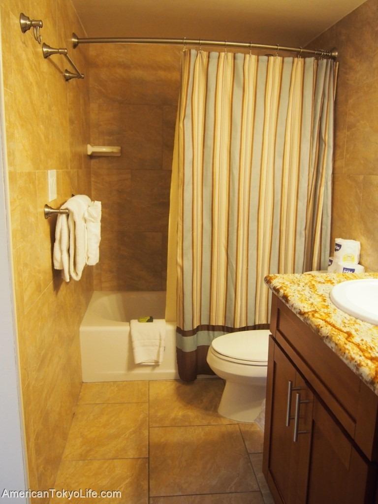 海外の人が爆笑-日本人の勘違い-アメリカ-ホテル-バスルーム-シャワー-バスタブ-シャワーカーテン